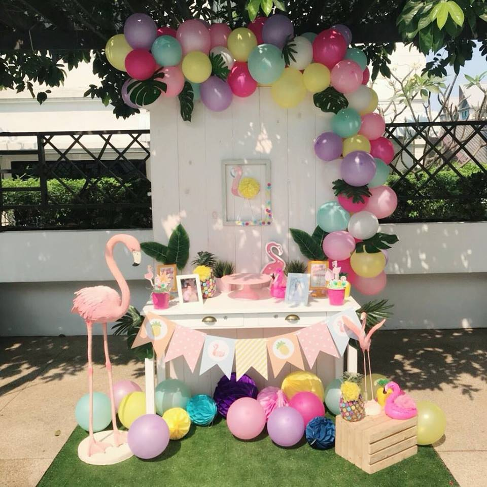 Organizing birthday party in super cute theme, Flamingo. Backdrop, balloon arch, table decorations and fun stuffs