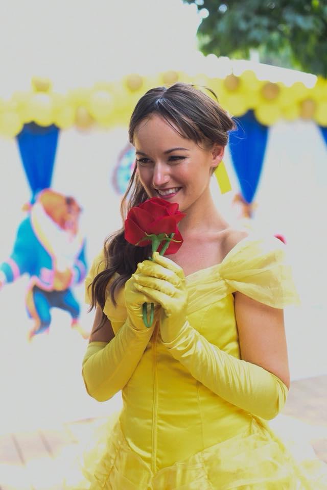 ตกแต่งปาร์ตี้วันเกิดลูกสาวในธีม Beauty and the Beast ให้ลูกสาวของคุณเป็นเจ้าหญิงเบลล์ พร้อมด้วยการตกแต่งสุดน่ารัก เจ้าหญิงมาร่วมงาน เกมส์ในงาน ให้เด็กๆ ประทับใจไม่รู้ลืม