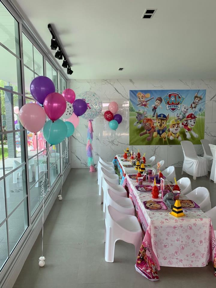 คุณแม่แอน อลิชา กับคุณพ่อ ภูริ ให้เราจัดปาร์ตี้วันเกิดน้องริชาในธีม Paw Patrol แบบหวานๆ ทั้งมุมโต๊ะเค้ก ขนม โต๊ะเด็ก การตกแต่ง และลูกโป่งน่ารักๆ