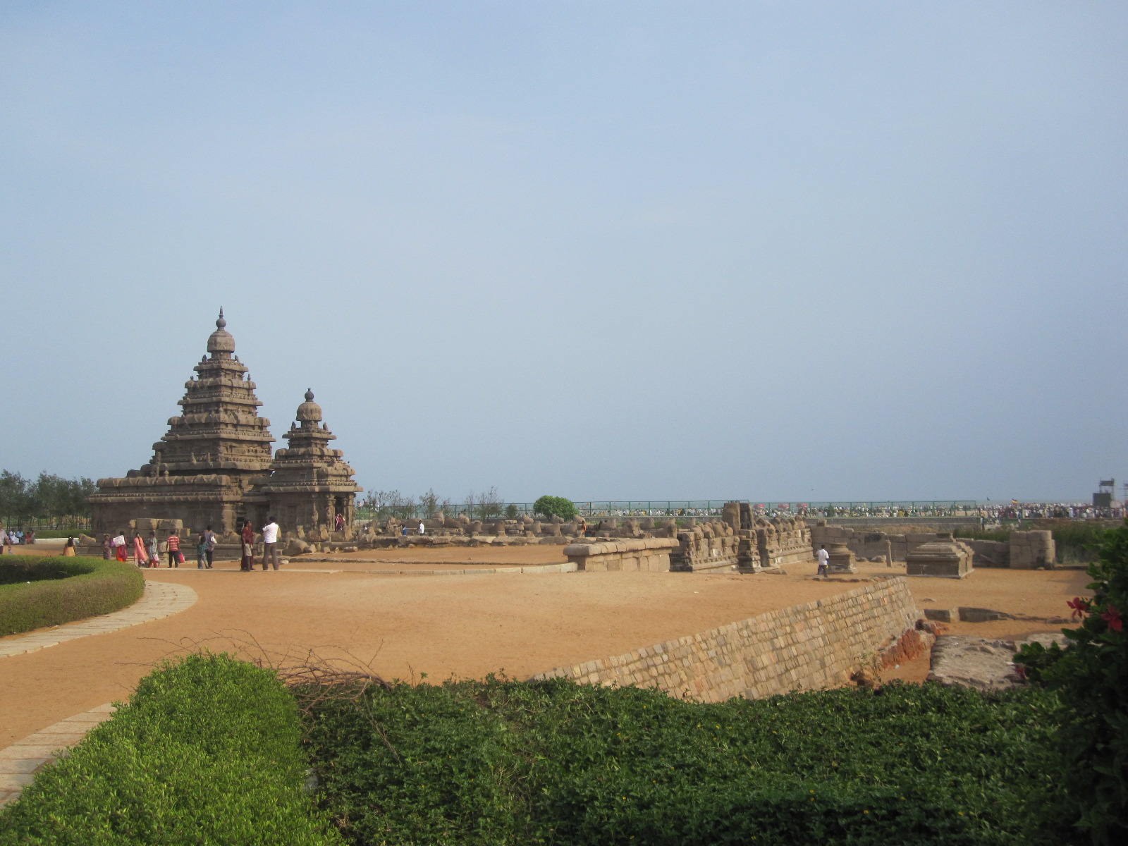 essay about mahabalipuram This particular relief is the most well-known of the monuments at mamallapuram  that were carved from massive granite boulders naturally scattered throughout.