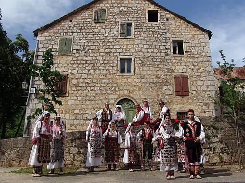 Nijemo Kolo, silent circle dance of the Dalmatian hinterland