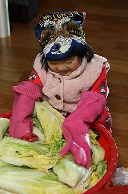 Kimjang, making and sharing kimchi in the Republic of Korea