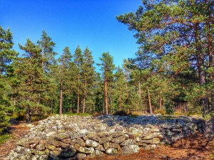 Bronze Age burial cairns at Sammallahdenmäki