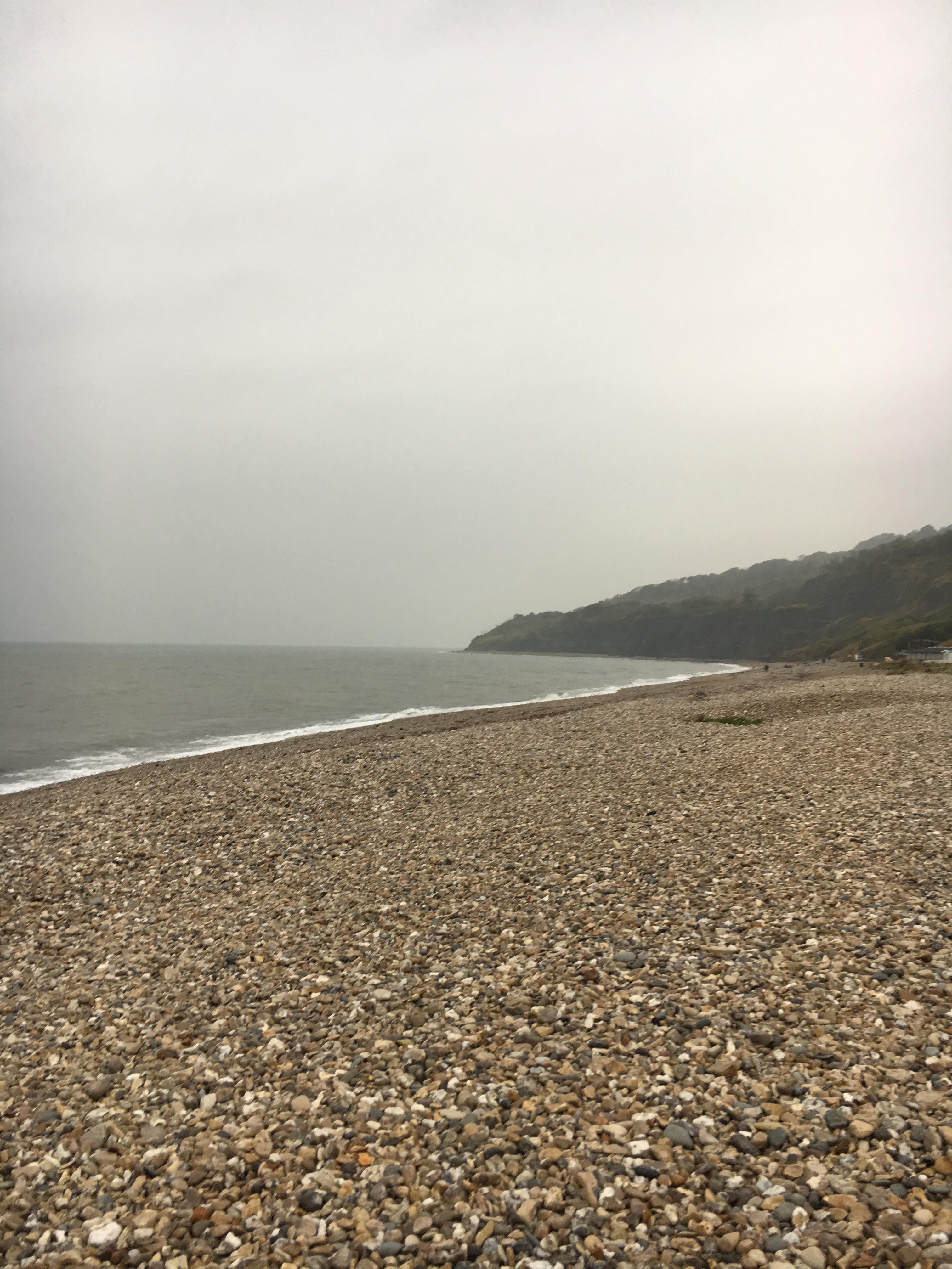 jurassic-coast-uk-monmouth-beach-site-of-the-ammonite-graveyard