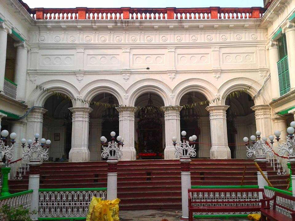 The grand Thakrudalan of the mansion of Badan Chandra Roy Photo Courtesy: Supriyo Dutta