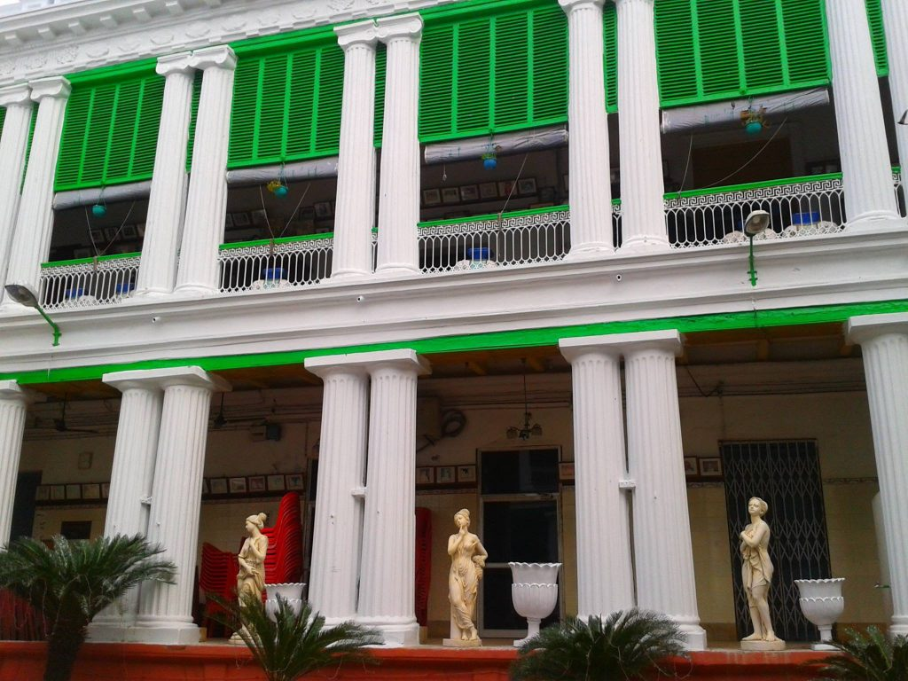 Rooms flanked by a colonnaded verandah at Pathuriaghata Ghosh mansion Photo Courtesy : Supriyo Dutta