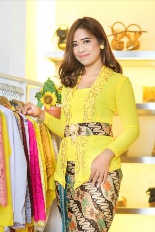 Kebaya Sifon Kuning Payet Bordir
