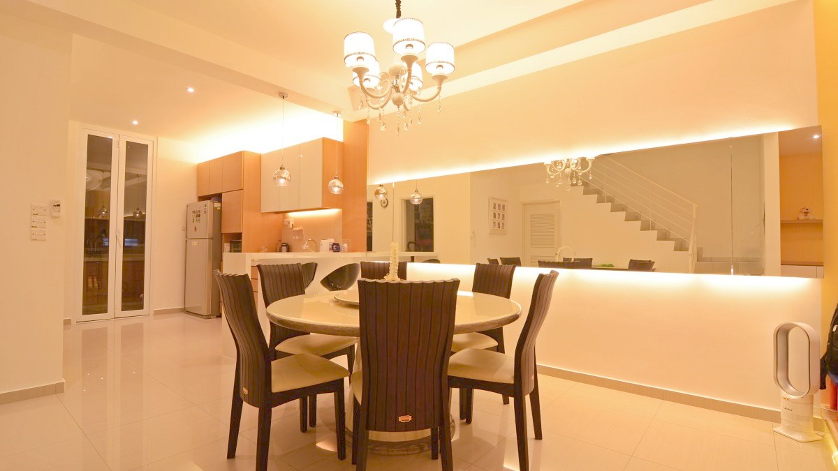Simple dry kitchen design - Dining And Dry Kitchen Utilizing Indirect Lighting While A Mirror At The Dining Helps Add To Simple