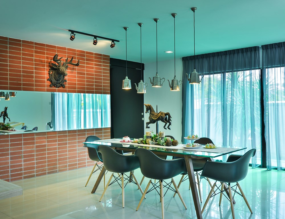 Beautiful Dining Area Design And Decor For A Corner Terrace House