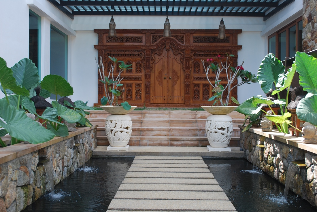 Intriguing mix of modern and traditional in the lotus villa for Balinese style home designs