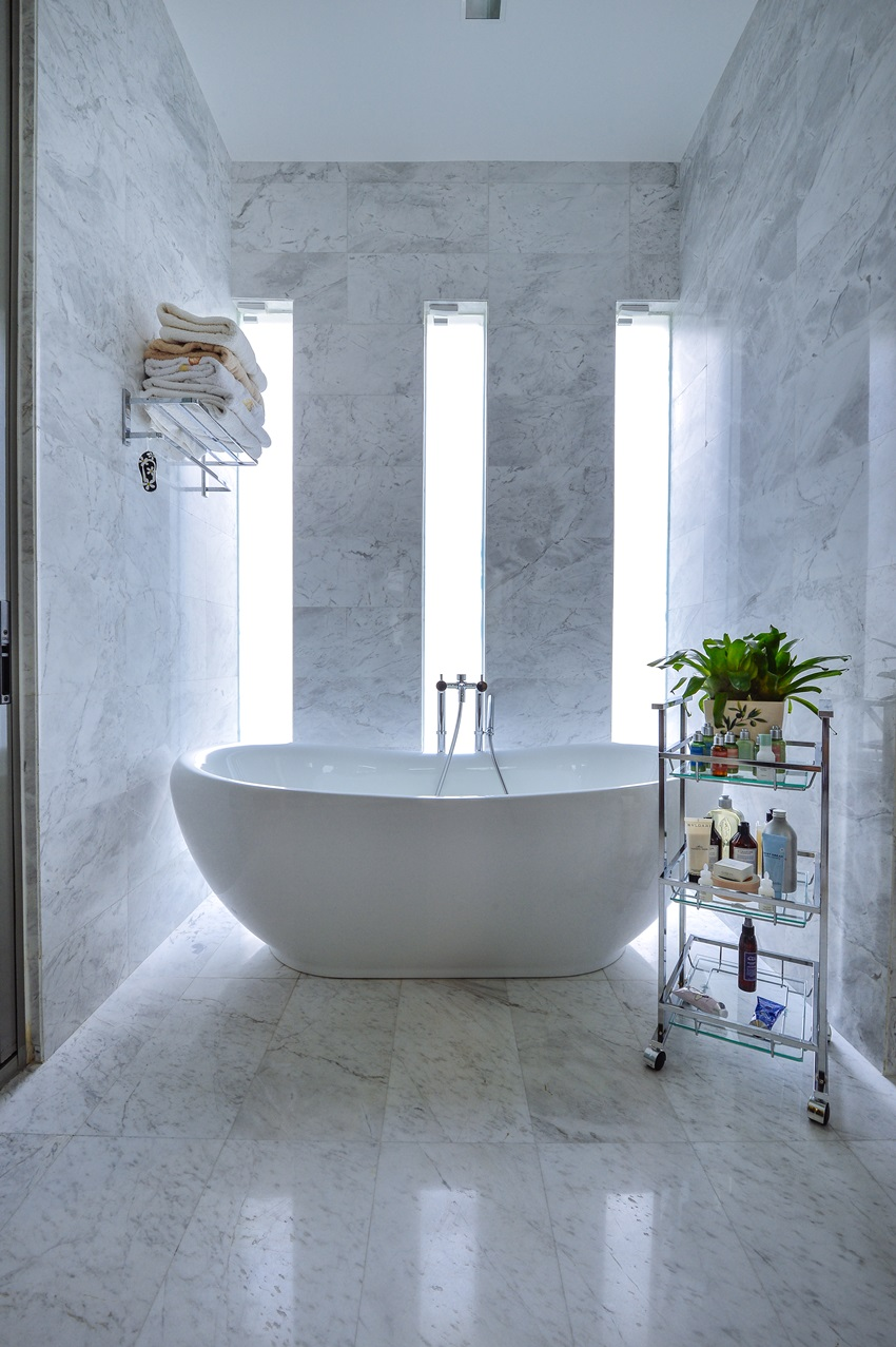 Modern Bathroom Feel Created With A Floor Standing Bathtub Combined Classy Marble Finishes