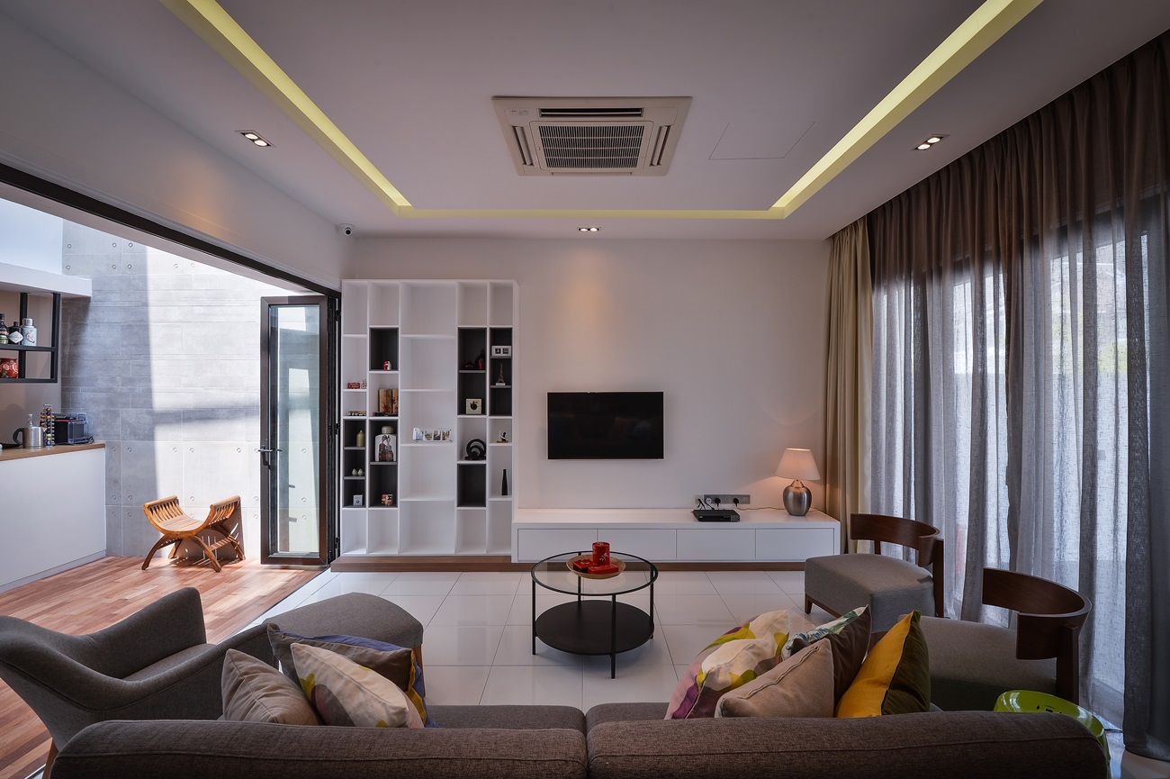 Contemporary denai alam home by yong design for Modern living room malaysia