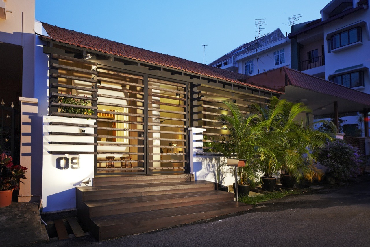Single storey terrace house transformed by nota design for Terrace house singapore