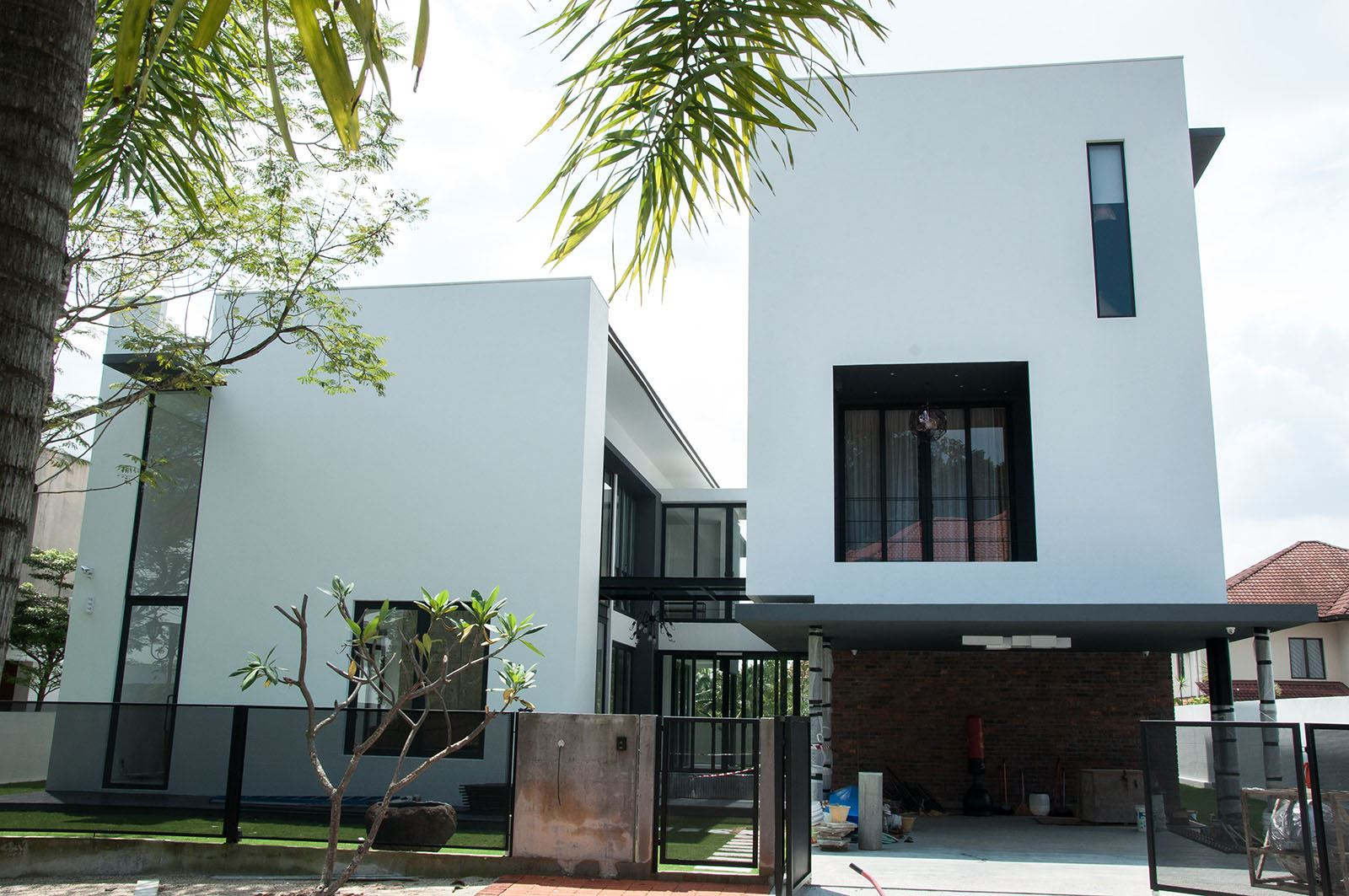 Modern minimalist home in kota damansara by core design for Minimalist bungalow house design