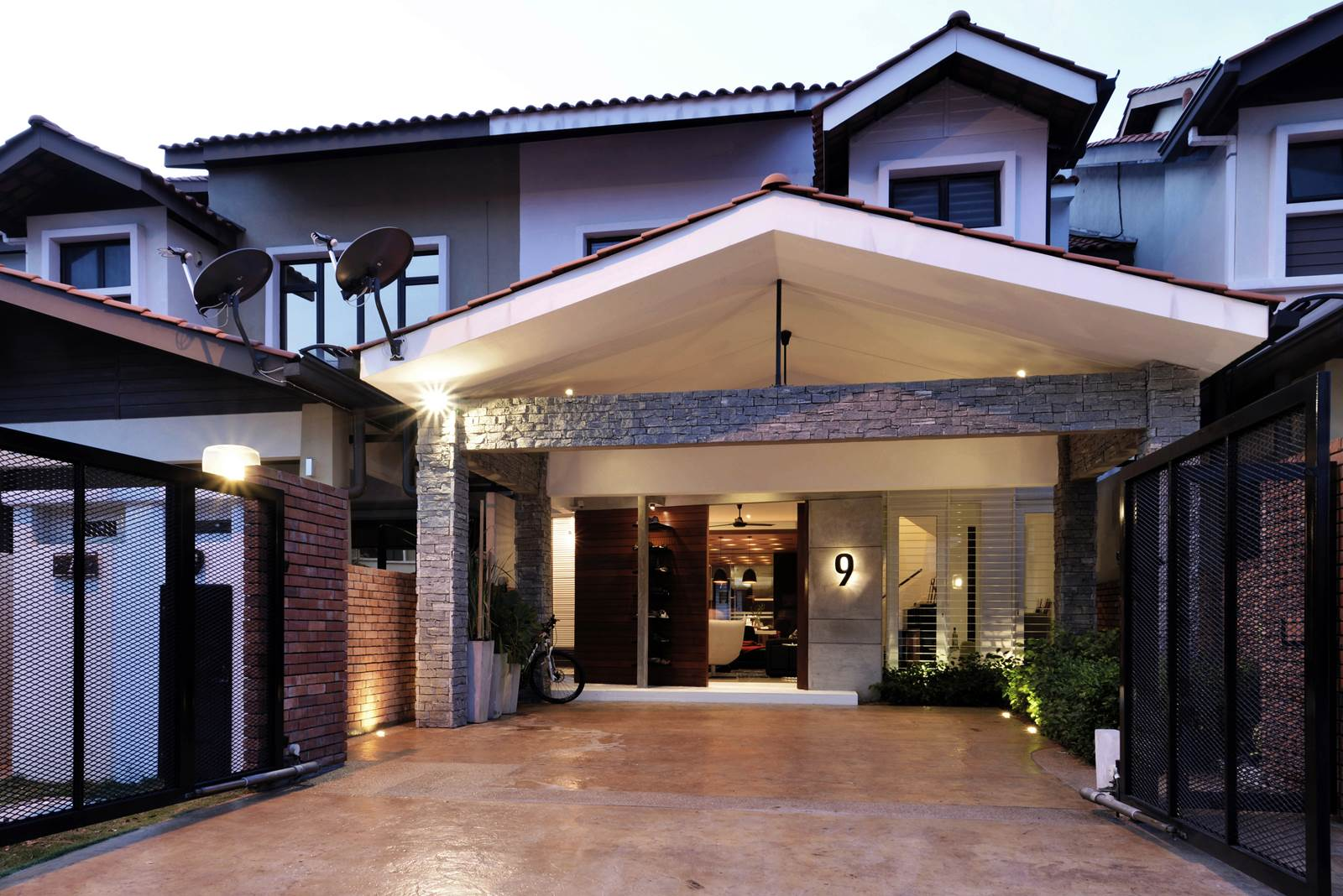 Alam impian terrace house treated with a contemporary for Modern home decor malaysia