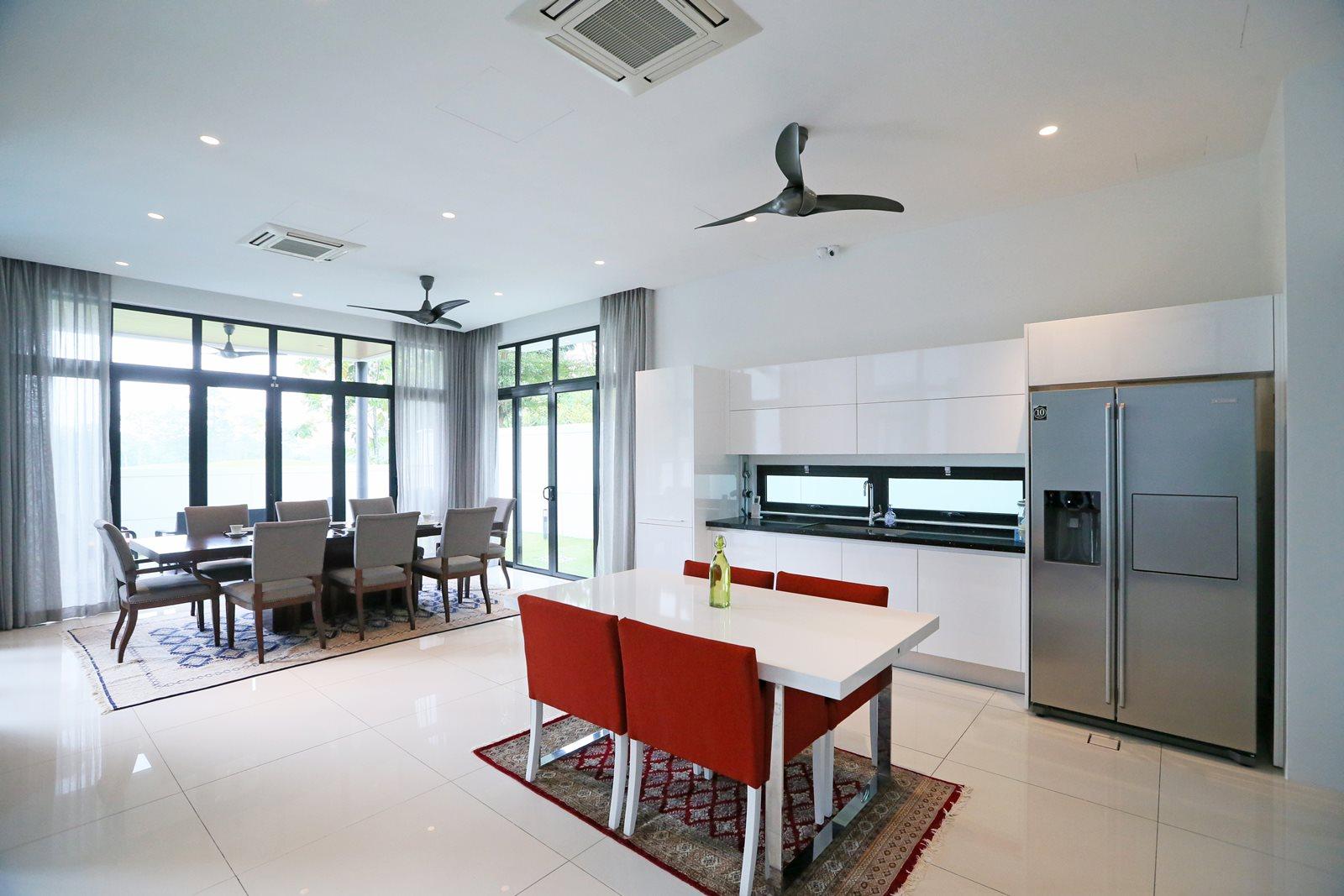 Modern Dry Kitchen. Amazing Modern Design And Living Sg Livingpod ...