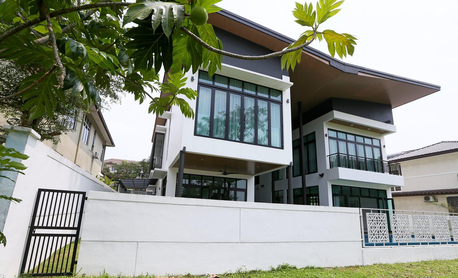 Modern Tropical Malaysian Bungalow Design In Saujana Impian Kajang