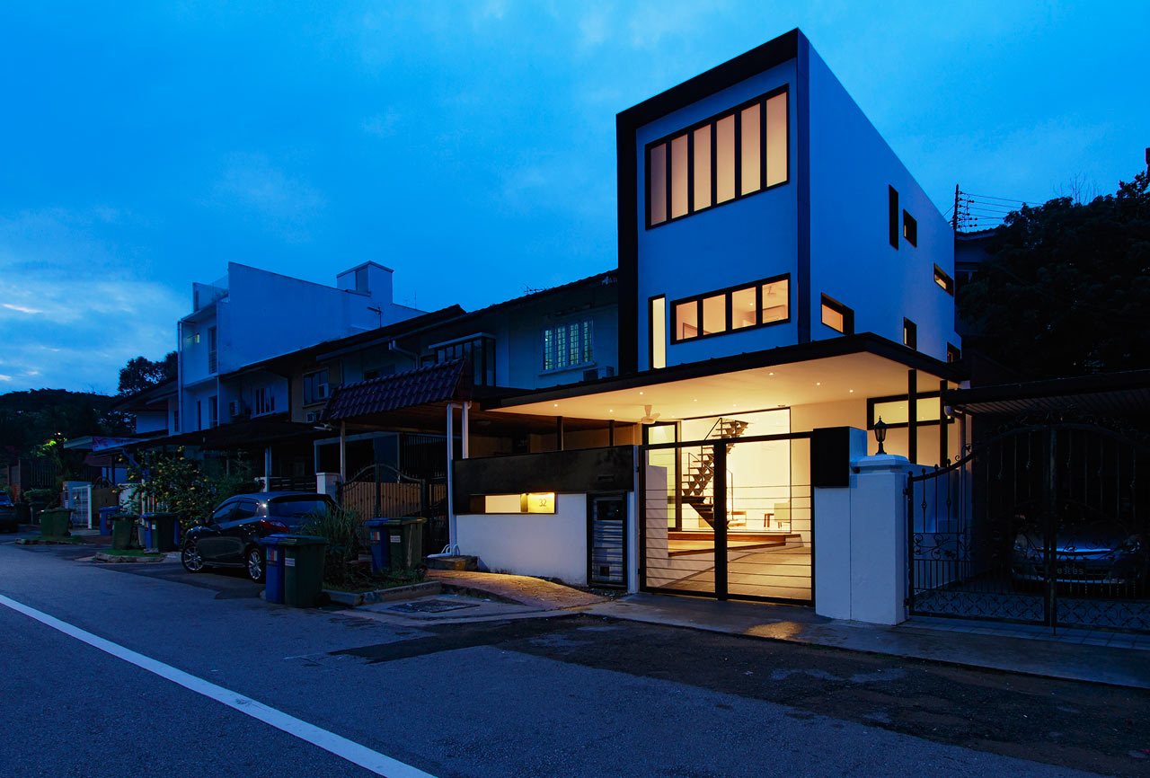 Atelier m a transforms a 50 year old terrace house into a for Terrace house singapore