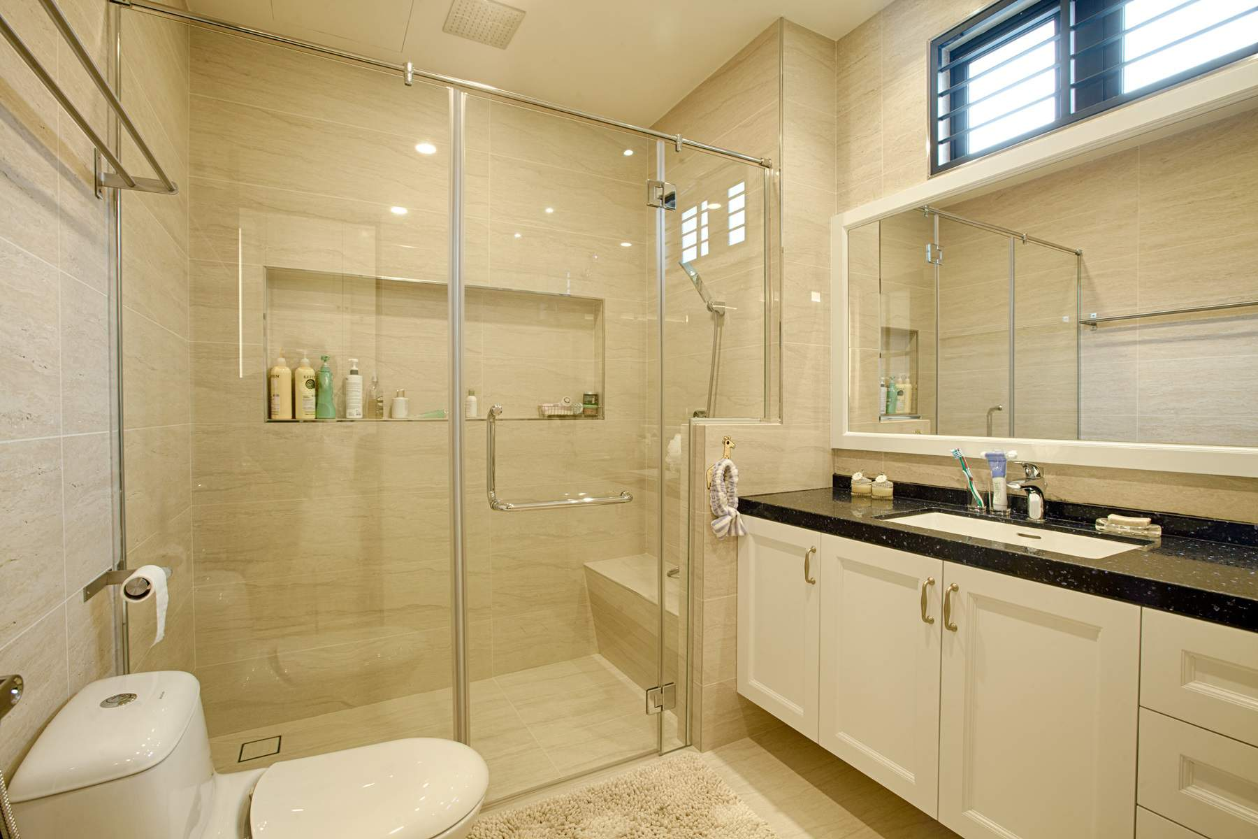 Classic home interior gets a modern touch by gi design for Attached bathroom designs