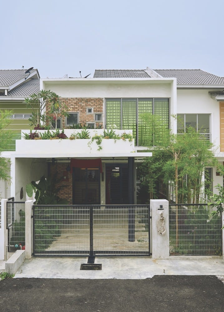 22x75ft terrace house transformed into a unique home.
