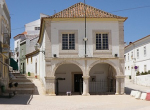 quarteira muslim Here we look at how algarve architecture has been influenced by many the algarve was the last part of portugal to be reconquered from muslim quarteira villa.