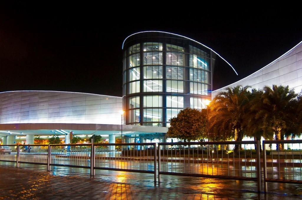 1280px-SM_Mall_of_Asia_main_facade