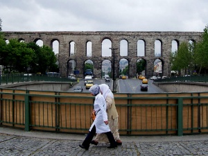 Visiting the Valens Aqueduct - One of Istanbul's Most Historic & Distinctive Landmarks