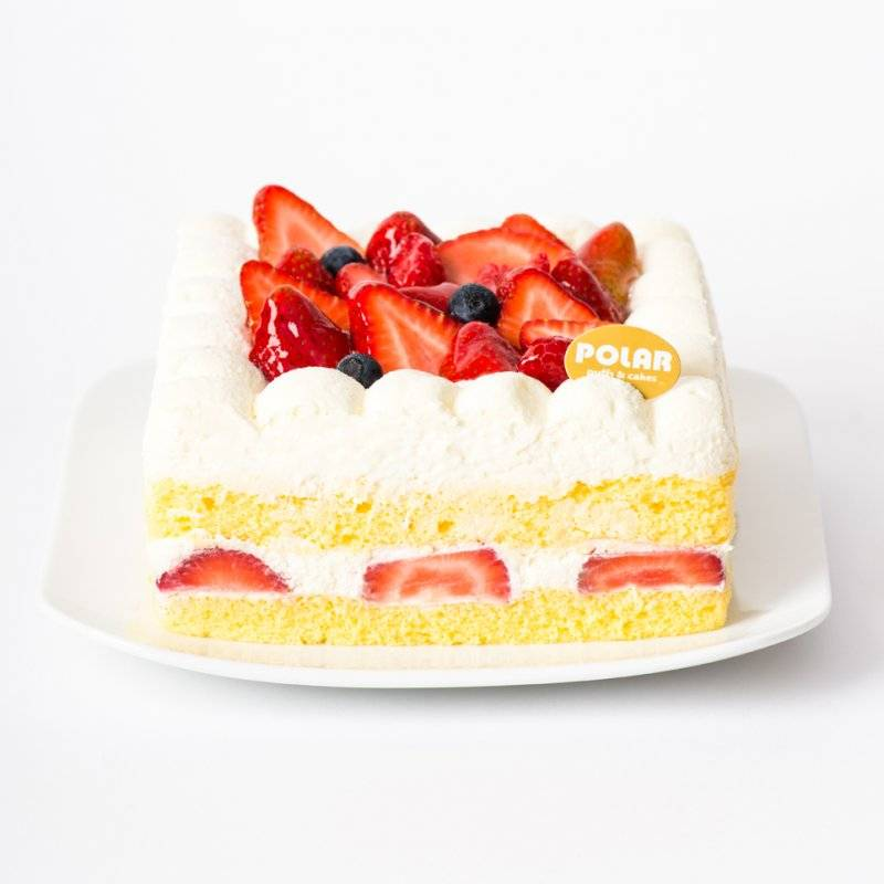 polar strawberry cake