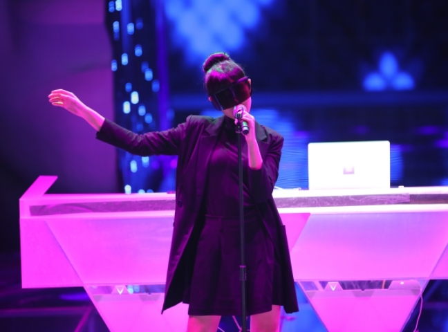 Jasmine Sokko puts on a stunning performance on Chinese electronic music reality show 'Rave Now'