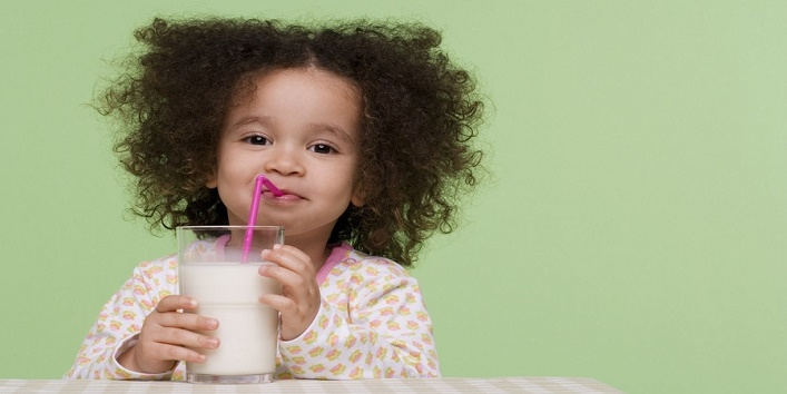 Tips to follow to make milk drinking habits in your kids cover