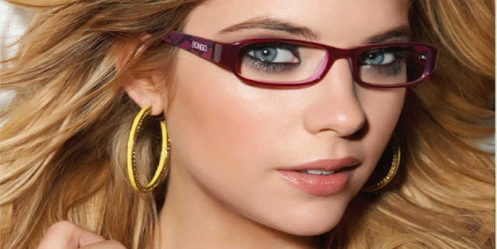 makeup tips Keep These 7 Makeup Tips In Mind If You Wear Glasses cover