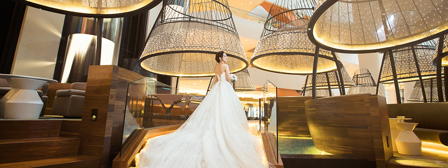 00 cover pan pacific singapore bridal shot in atrium 1 %28high res%29 di