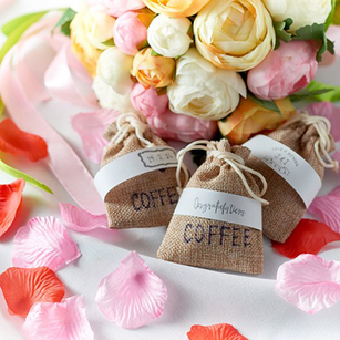 Can You Believe That These Gorgeous Wedding Favours Are Under $5?
