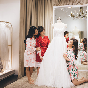 Finding Your Bridal Studio: Should You Choose Between All-in Package or À la carte Bespoke Gown Service?