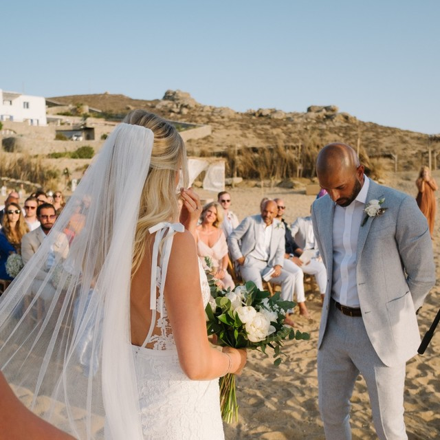 Beach wedding in Mykonos