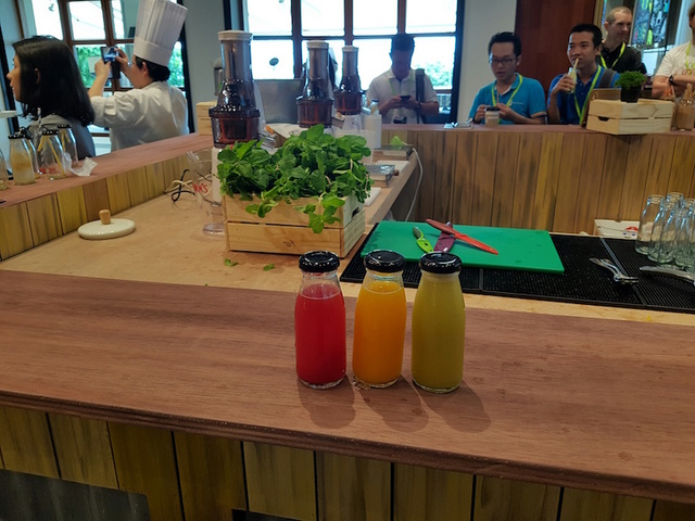Bottled Juices & Live Juicing Station