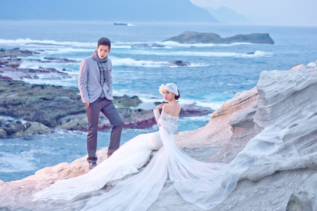 """Travel with Love"" Pre-wedding photo"