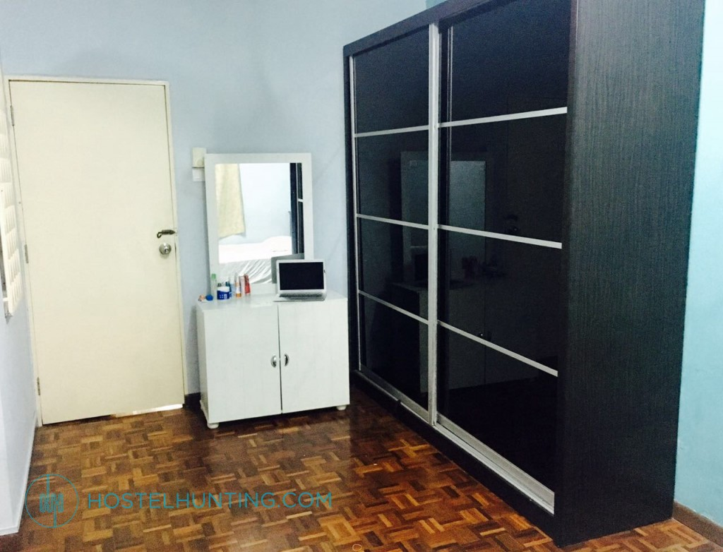 The Nomads Castle Master Bedroom Selangor Room For Rent Hostelhunting