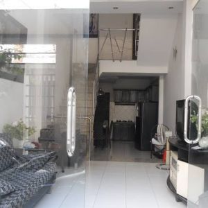 Modern house for rent on Ho Hao Hon District 1
