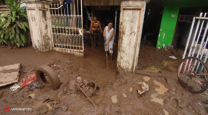 Empat Tip Kritis untuk Membersihkan Setelah Banjir Menyerang