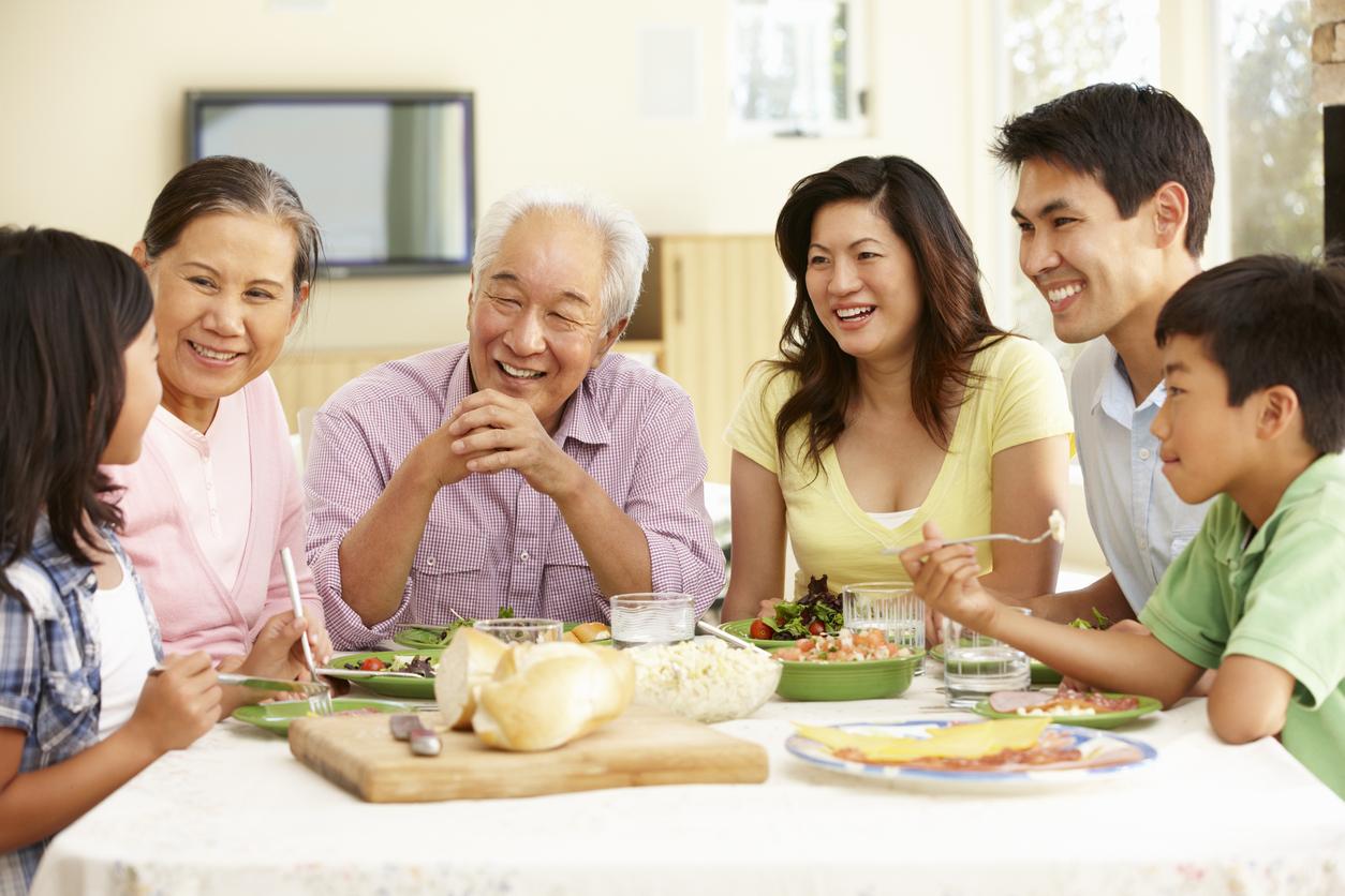 123Kebaikan 3 Alasan Kenapa Berbuka Puasa di Rumah Lebih