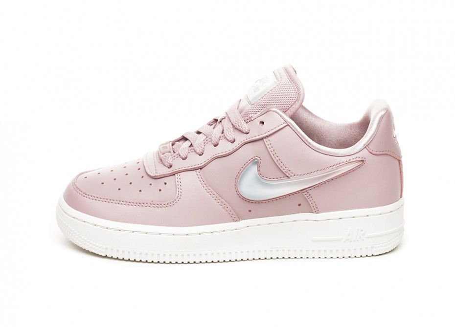 2553d3c8484abe Nike Just Dropped More Gorgeous Sneakers And We Are In Love ...