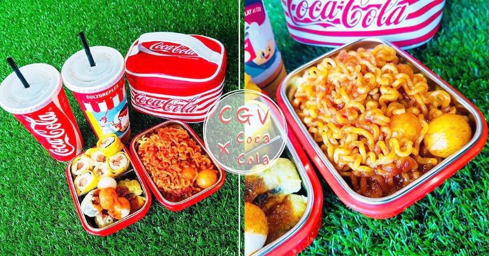 看電影也能配辣炒年糕?韓國CGV和可口可樂聯名~送超可愛便當盒裡面還有滿滿好吃der呦