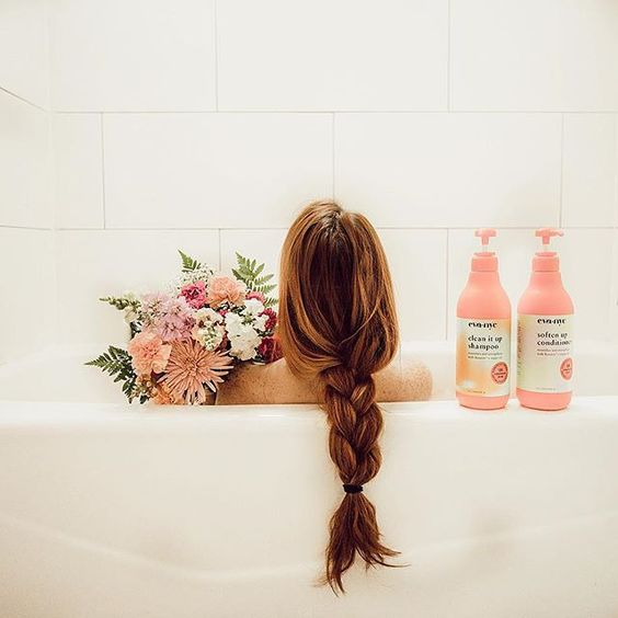 wash hair bathtub