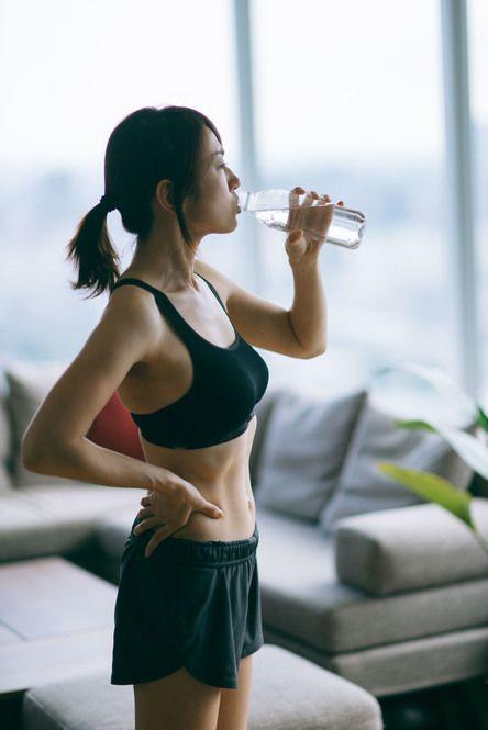 【抗疫在家健身】無需出門的「無汗」鍛煉 教你5招床上運動KEEP住好體力
