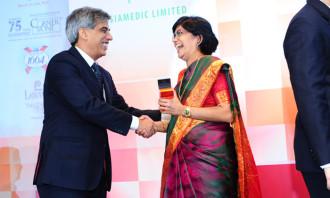 Sarojini Padmanathan, COO at SINDA, winning HR Professional of the Year 2014