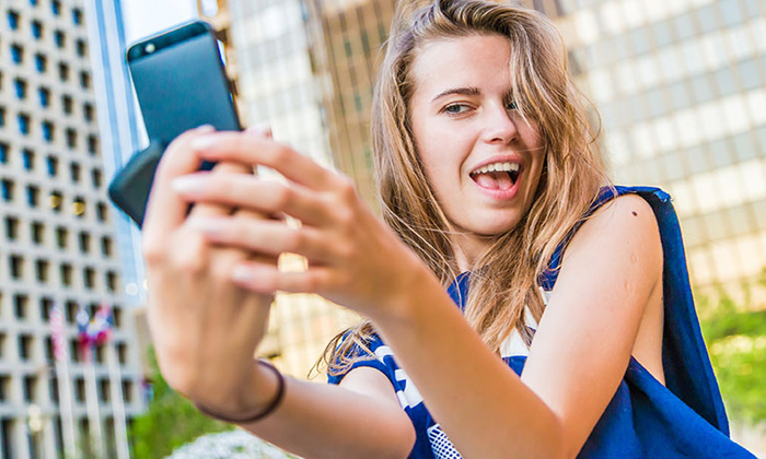 sexy selfies make women professionals appear less competent says survey