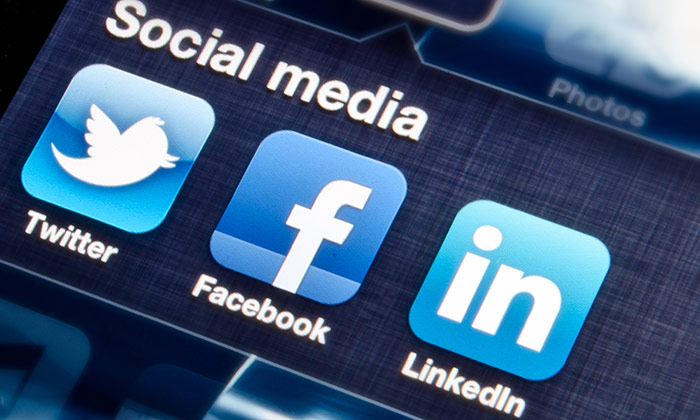 Social Media image to show recruiters prefer LinkedIn over Facebook