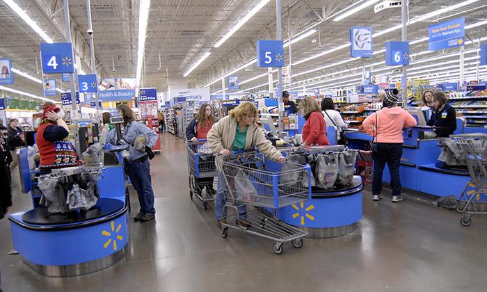 Shopper at Walmart, hr