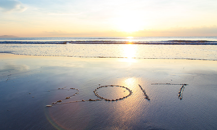 2017 written in the sand on the beach, hr